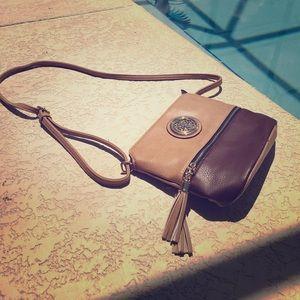 Classic crossbody purse 👛 👜 😍